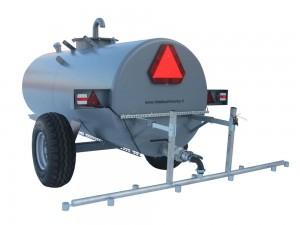 Jäädytykseen ja kasteluun tarkoitettu traktorilla vedettävä säiliö